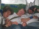 tre sovande gossar